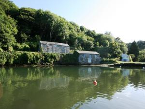 138_Pont_Quay_Cottage_Exterior_2_100809